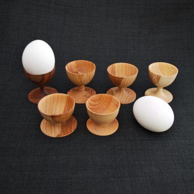 Æggebæger i træ